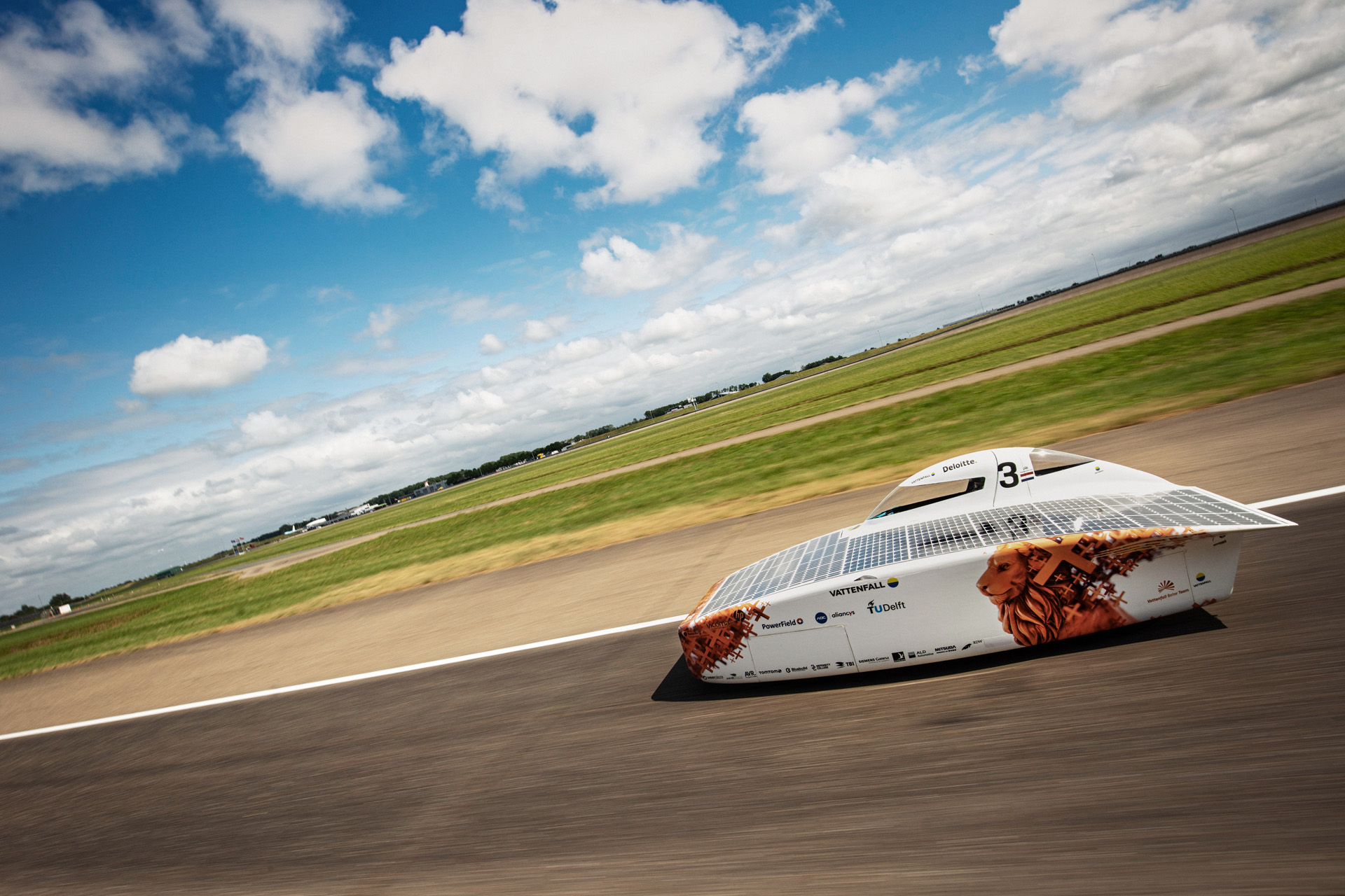 Bionic surface technologies at the Bridgestone World Solar Challenge